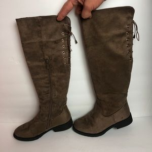 "lucky top Shoes - Lucky Top | Girl's Tall 1"" High Laced Back Boots"